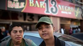 Central American migrants determined to cross border despite impending wall