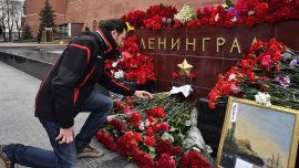 St. Petersburg pays tribute to subway blast victims