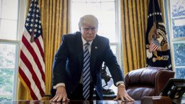 Trump backs border wall in budget deadline showdown