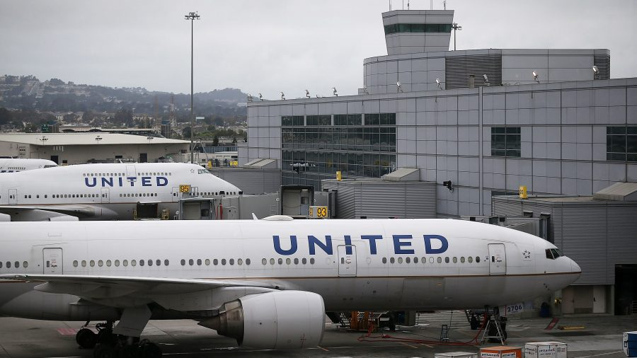United Airlines Flight Evacuated After Teen Uses AirDrop to Prank Other Passengers