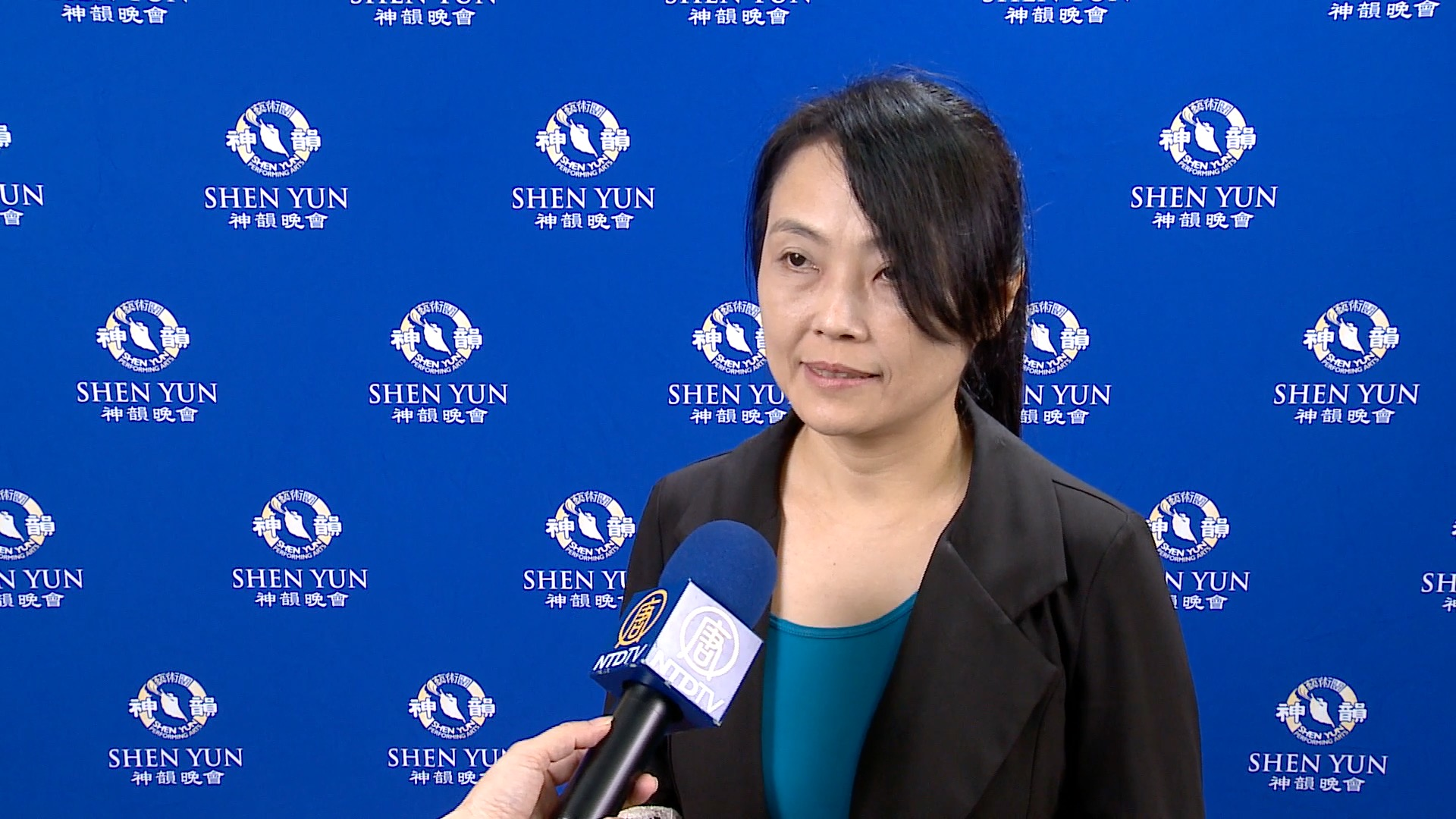 Orchestra Leader: Shen Yun Symphony Orchestra is a Real Musical Feast