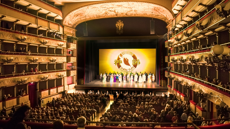 Shen Yun Shines in Florence