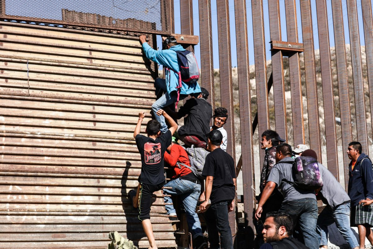 Migrants break through US-Mexico border