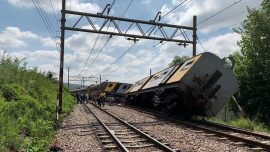 Three Killed, Hundreds Injured in South Africa Train Collision