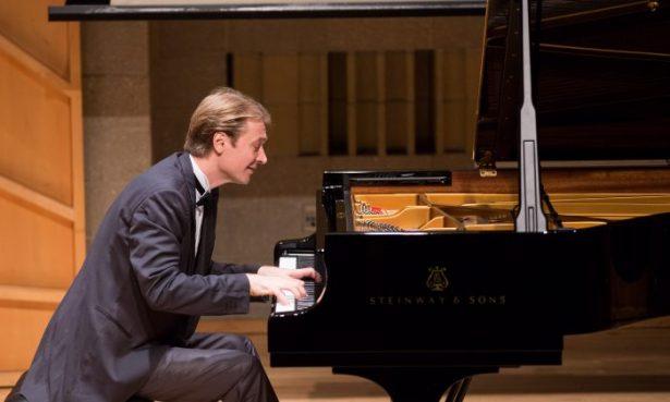 Dmitri Levkovich performs