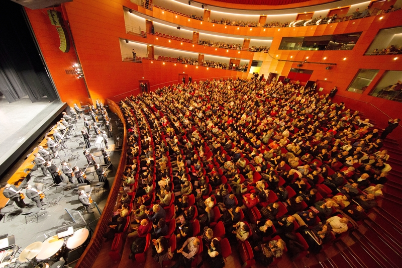 France Audiences Find Theme of Resilience at Shen Yun Uplifting