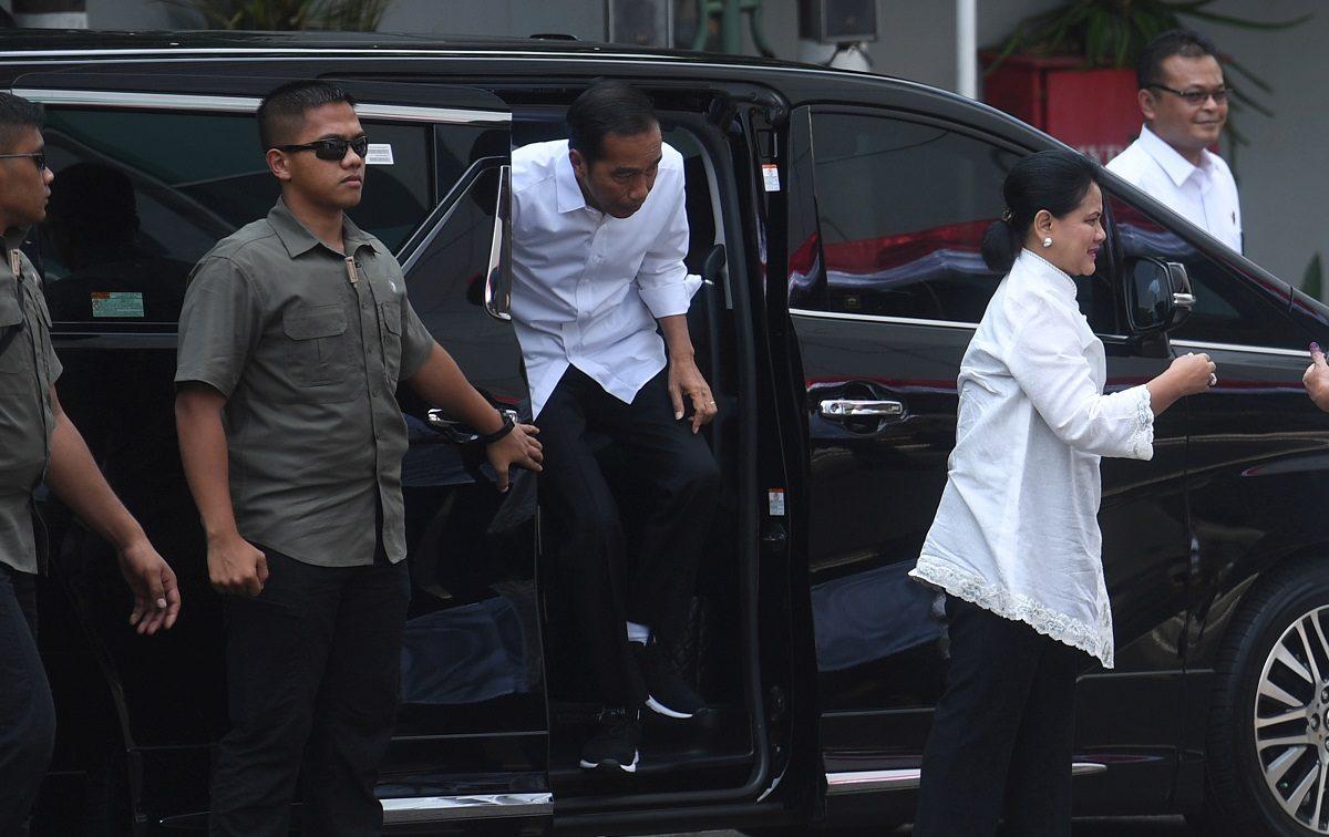 Indonesian President Joko Widodo and first lady Iriana Joko Widodo arrive to cast their ballots
