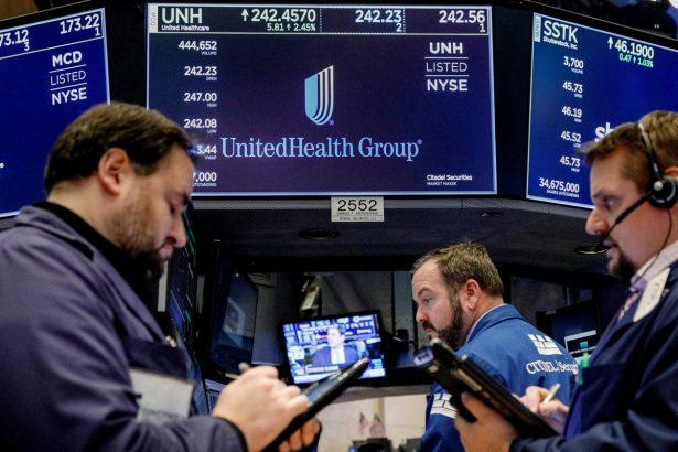 Traders work at NYSE