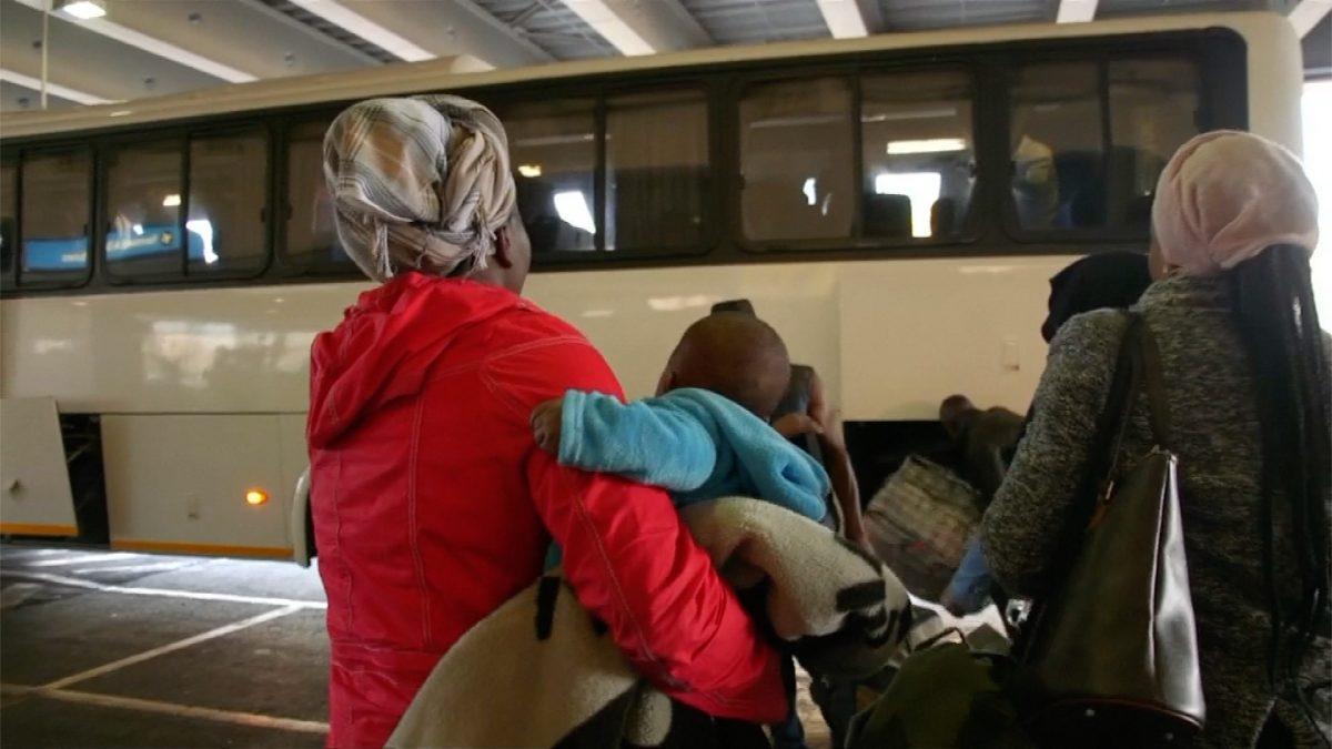 Nigerians flee South Africa 2