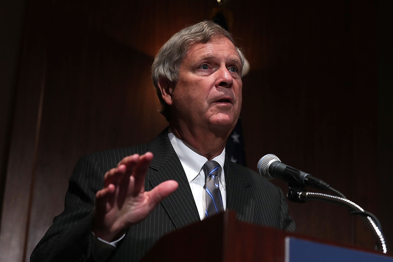 """Tom Vilsack Hosts """"Hiring Our Heroes"""" Jobs Event In Washington"""