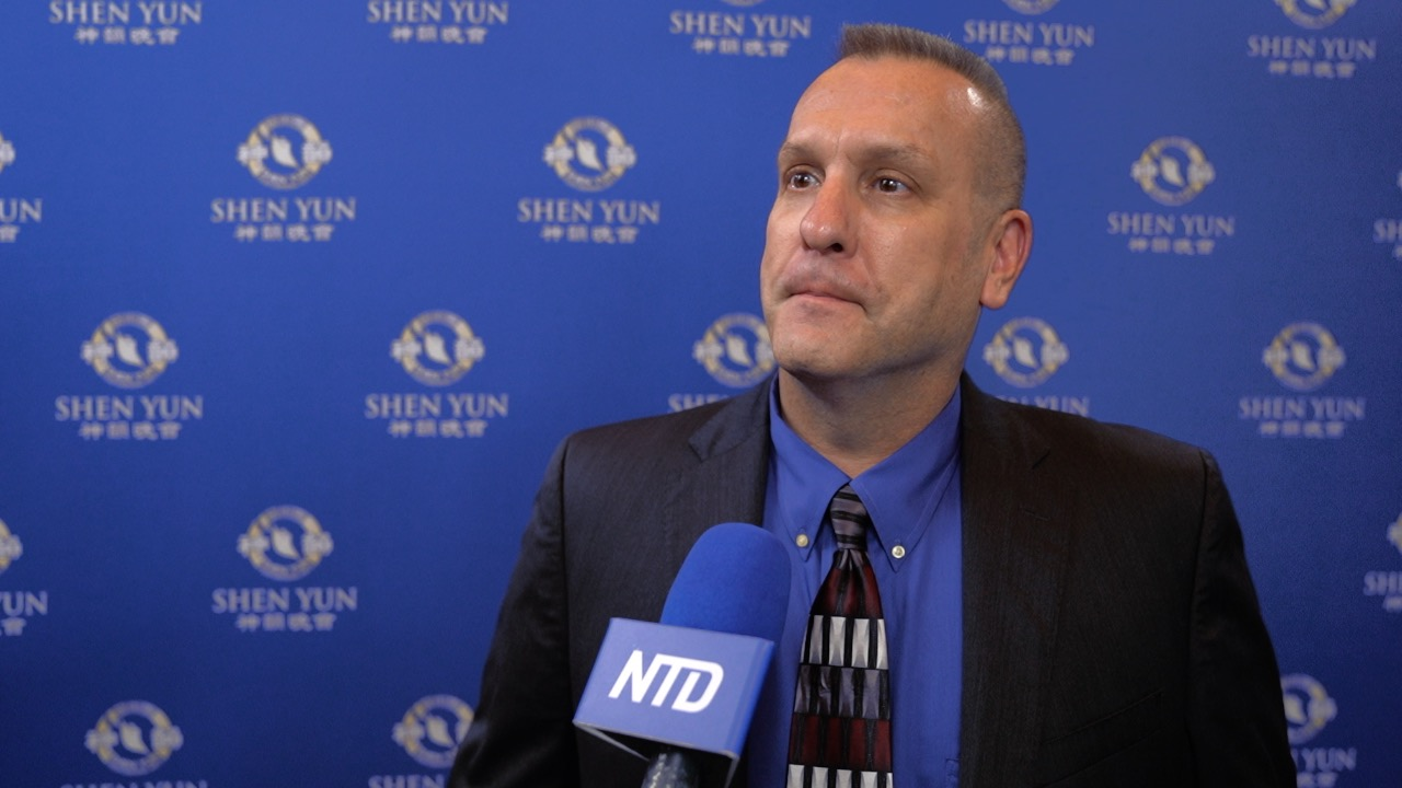 Contractor: Shen Yun Touched My Heart and Soul