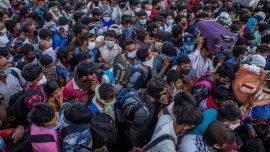 Social Workers Raise Concerns as COVID-19 Shutdown Causes Massive Exodus in India's Capital