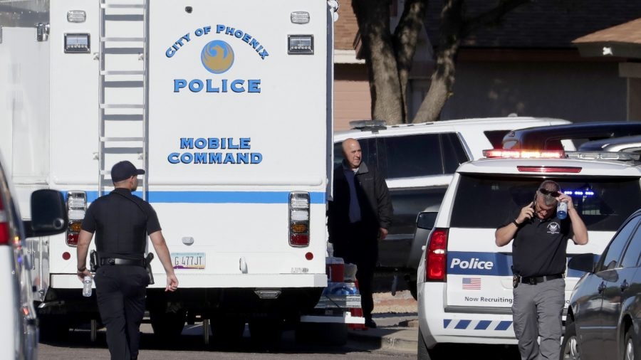3 Dead, 1 Injured After Stabbing in Arizona Apartment