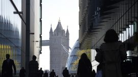 More Than a Quarter of UK Firms Cut Staff as CCP Virus Hits