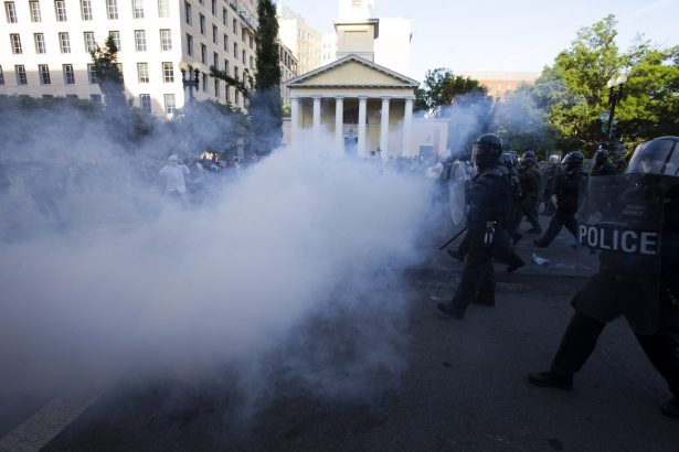 lafayette-square-riot-police-near-st-johns-church