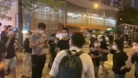 Pro-Beijing Supporter Attacks Epoch Times Staffer With a Knife in Hong Kong: Video