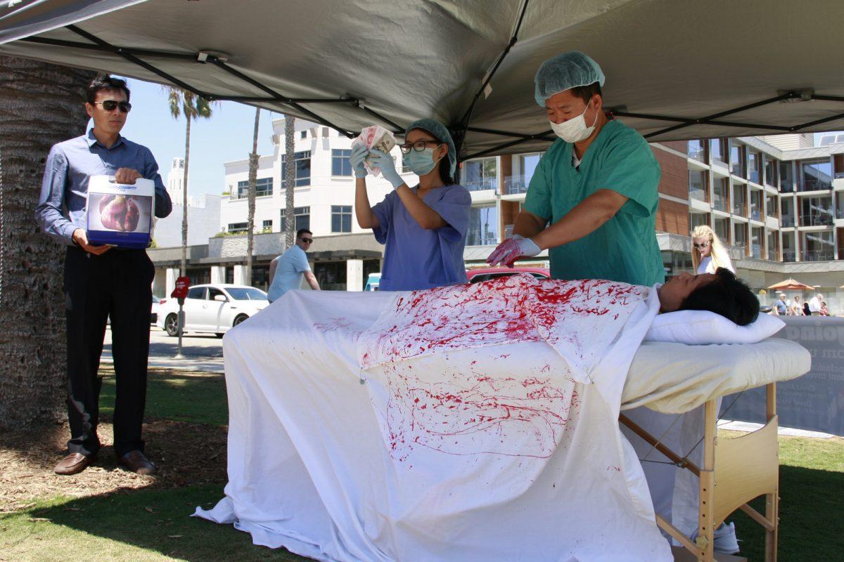 Falun Gong practitioners reenact organ harvesting