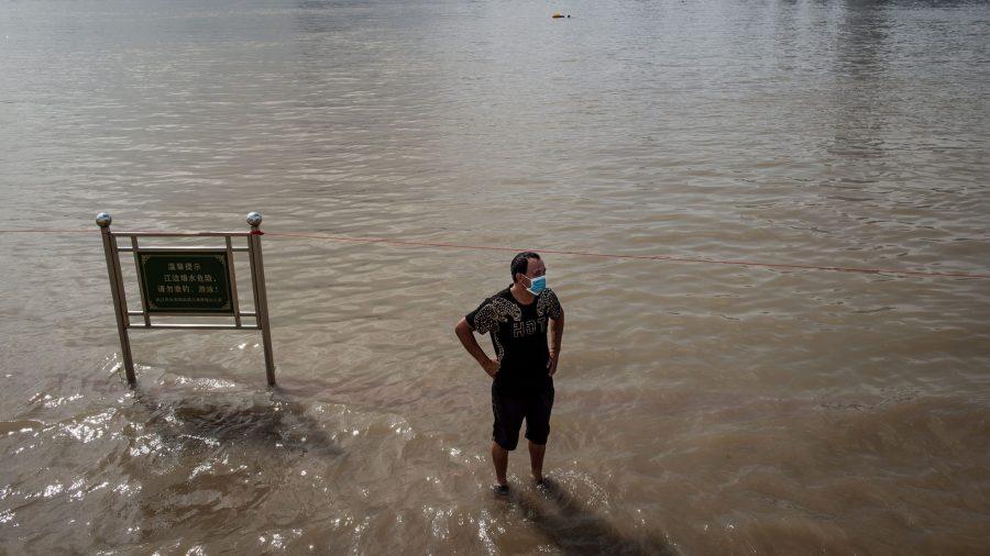 China Raises Emergency Level as Heavy Rain Triggers Floods