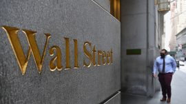 Wall Street Workers Return to the Office