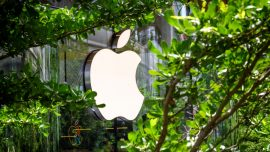 UK Watchdog Probes Apple App Store