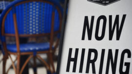 US Weekly Jobless Claims Fall to New One-Year Low