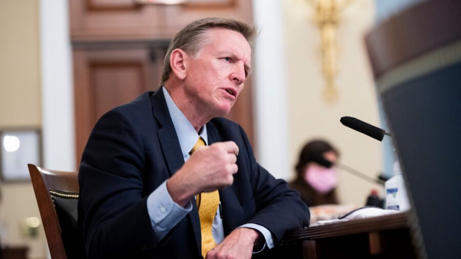 Rep. Paul Gosar Sponsors Bill to Ban All Immigration Into US for 10 Years