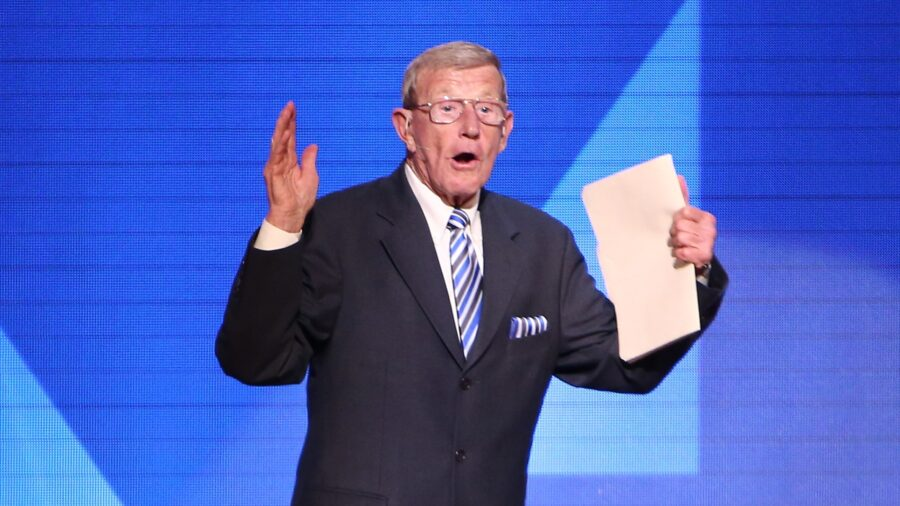 Trump to Award Presidential Medal of Freedom to Legendary Football Coach Lou Holtz