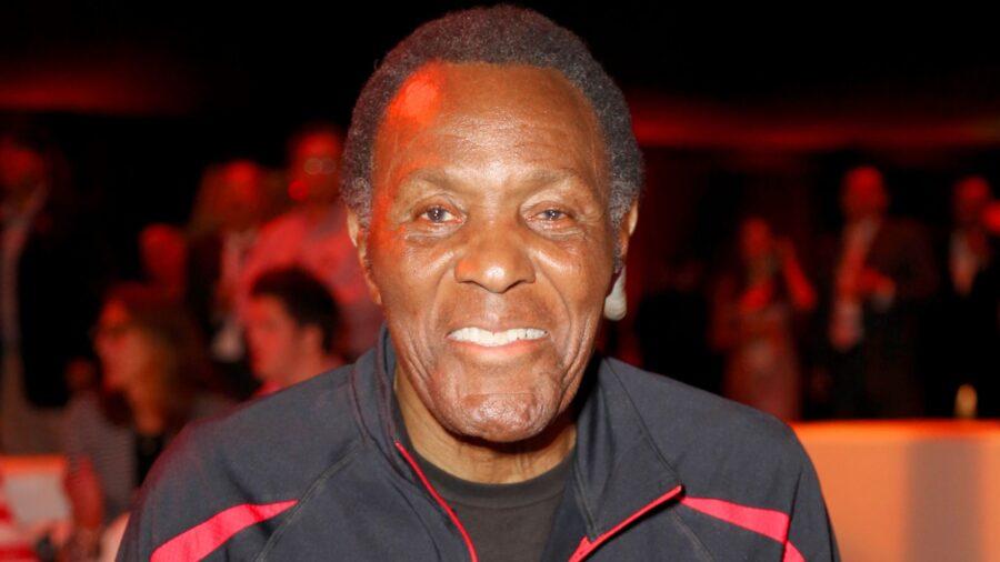Rafer Johnson, 1960 Olympic Decathlon Champion, Dies at 86