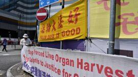 Attacker Damages Falun Gong Stands in Hong Kong