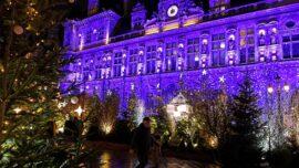 Paris' Big Stores Open Before Christmas