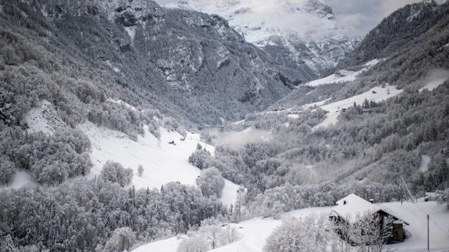 Avalanche Kills Skier in Switzerland, Snow Pummels Austria