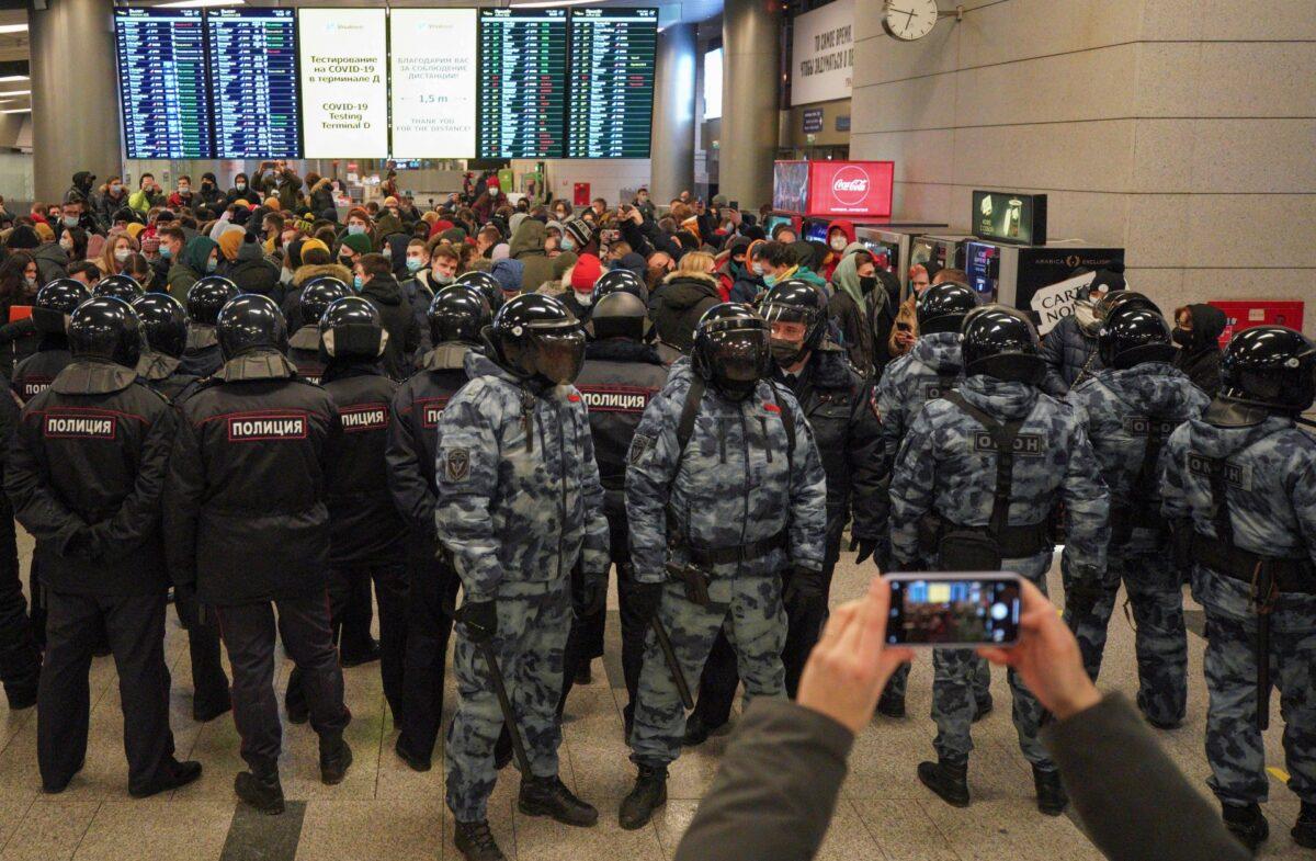 Russian law enforcementofficers
