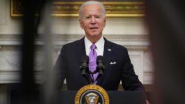 Biden: Americans Must Wear Mask When Traveling