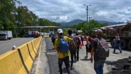 Migrant Caravan Will Not Be Allowed to Pass, Says US Border Official