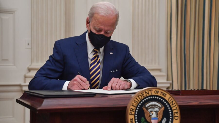 Biden Re-Imposes Travel Ban on European Countries Over CCP Virus, Adds South Africa