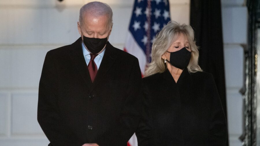 White House Holds Moment of Silence as COVID-19 Deaths Surpass 500,000