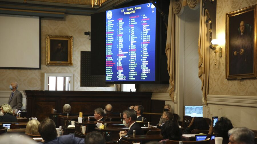 SC Lawmakers Pass 'Fetal Heartbeat Bill' 79–35, Banning Most Abortions