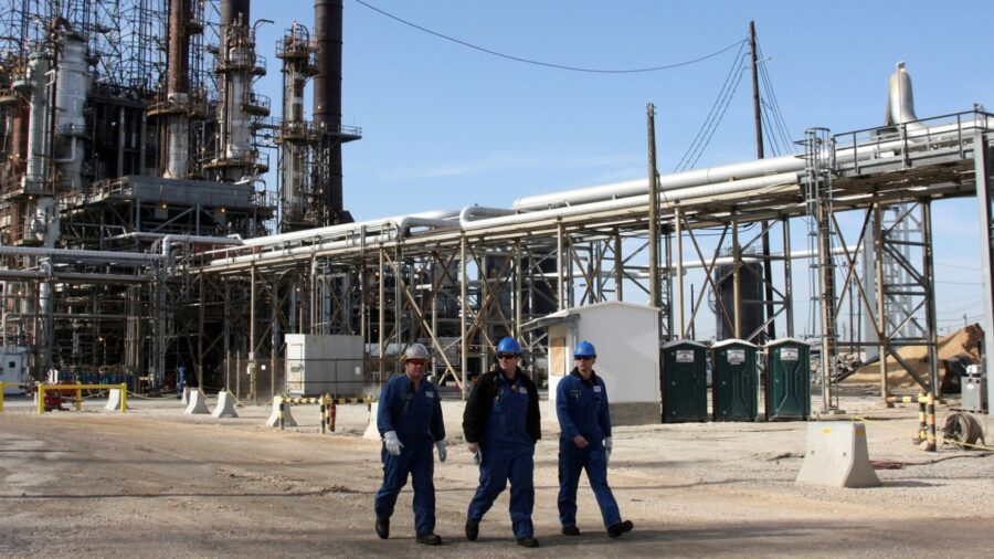 Texas Oil Refiners Will Take Weeks to Recover, Raising US Gasoline Prices