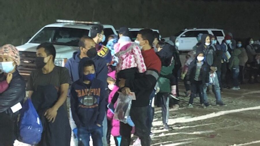 253 Illegal Aliens Arrested Within an Hour at Texas Border