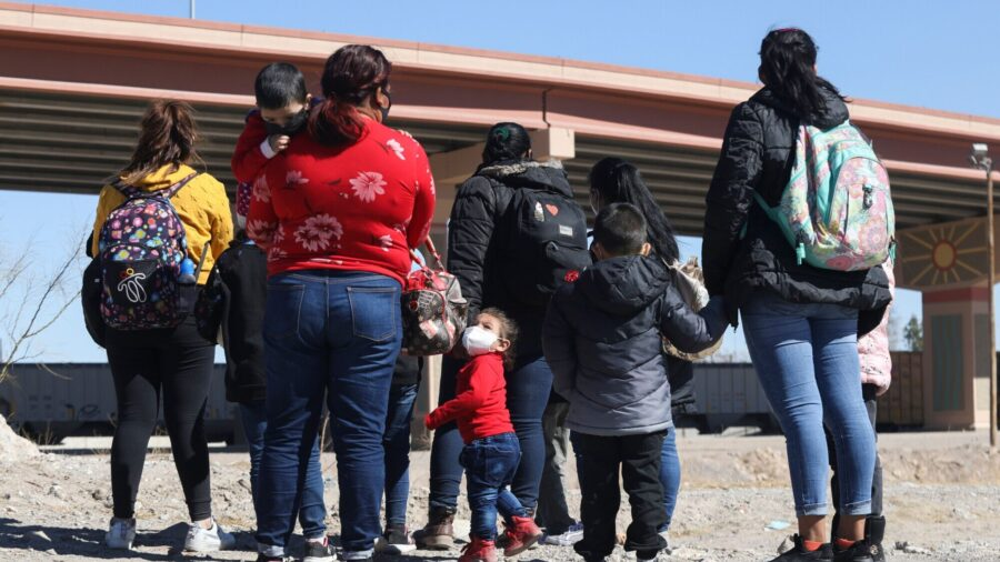 10,000 Illegal Immigrants Apprehended in 1 Week in Single Border Sector: Texas Congressman