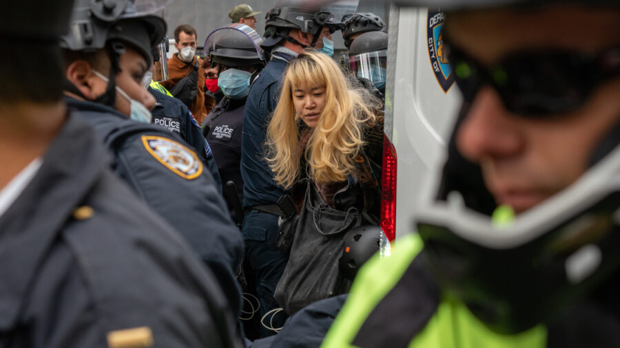 4 Arrested as Trump Supporters, Anti-Police Protesters Clash in New York City