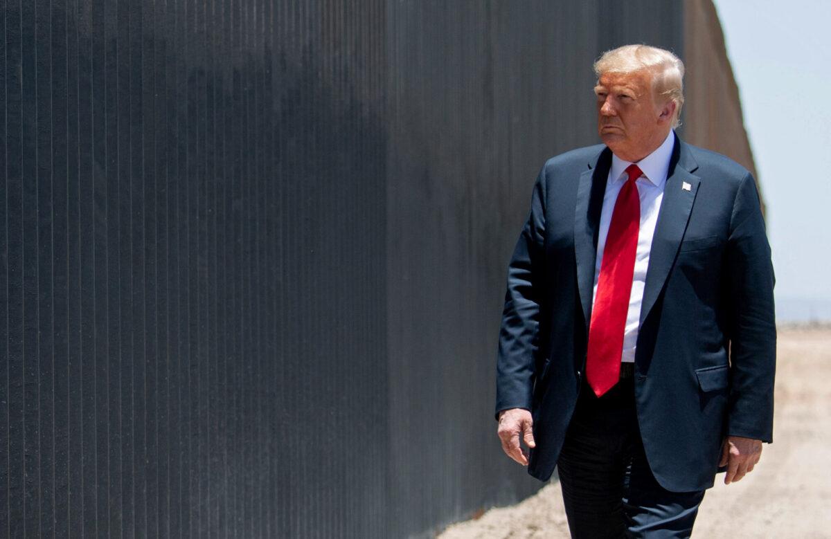 Trump visits border