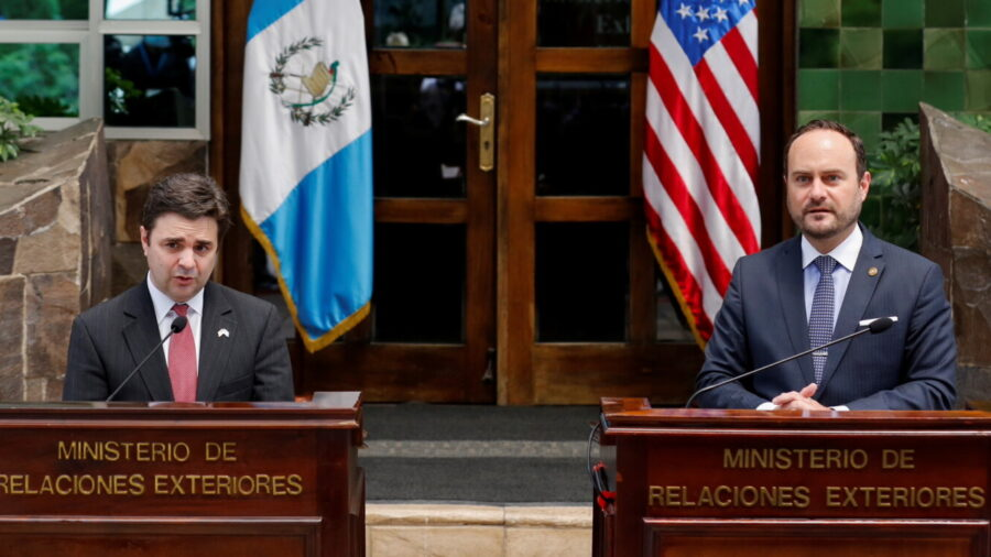 White House Seeks to Create Legal Ways for Central Americans to Immigrate to US: Envoy