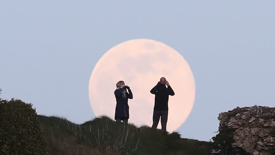 Full Moon in April 2021: When to See the 'Pink' Supermoon