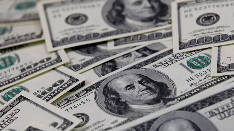 US Dollar Climbs From Nine-Week Low in Step With Higher Treasury Yields