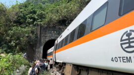 China in Focus (April 5): Relatives Mourn Victims of Taiwan Train Crash