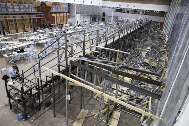 synagogue bleacher collapse
