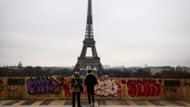 Paris Prepares for Tourists' Return