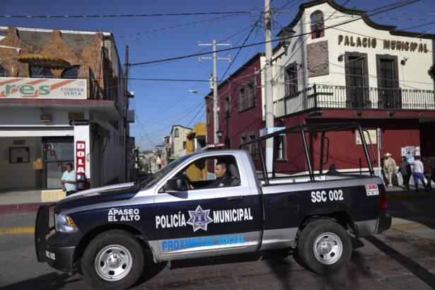 policeman-in-apaseo-el-alto