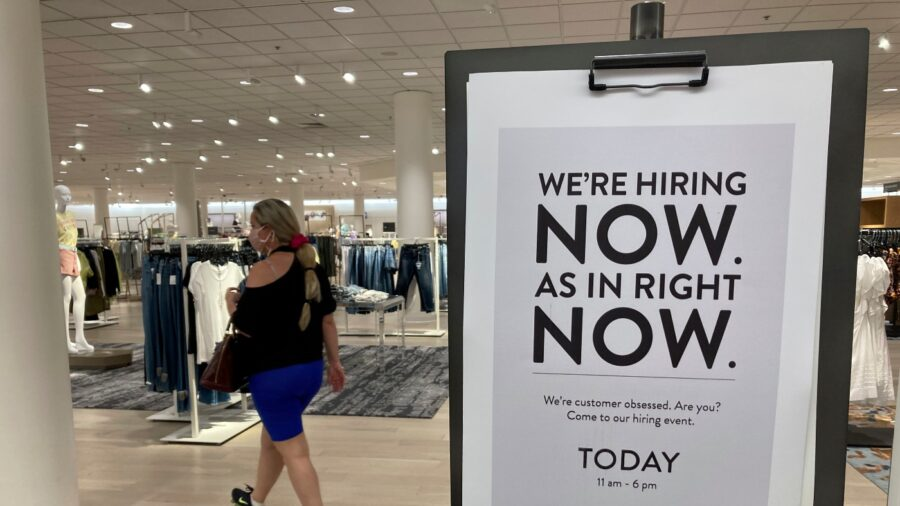 US Consumers Boosted Their Spending by 0.5 Percent in April